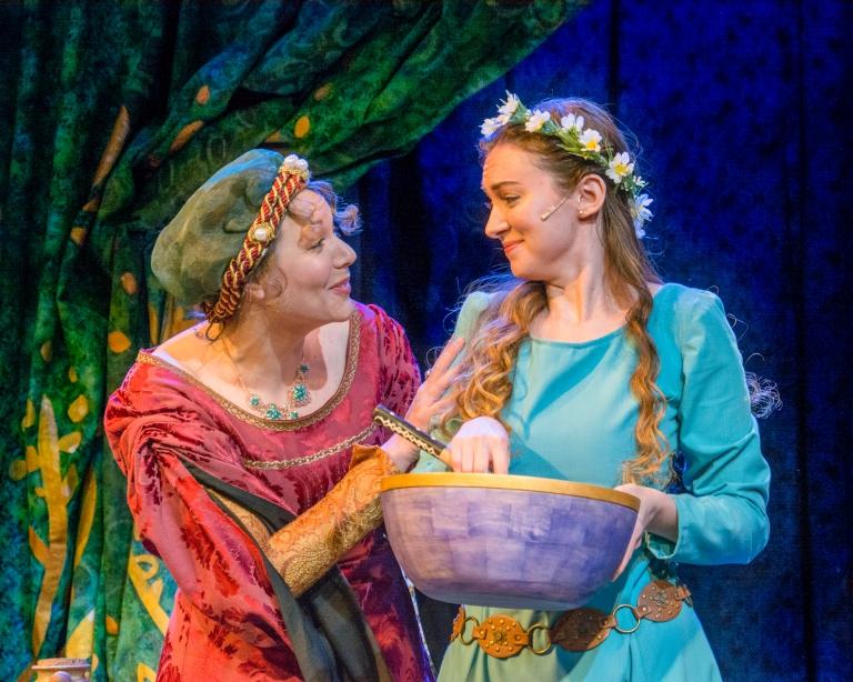 Mom and Ella in Ella Enchanted